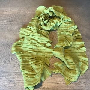 Accessories - Green Ruffle Scarf